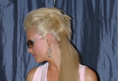 http://www.fushionmag.com/wp-content/uploads/2007/07/mohawk_ponytail_side_view.jpg