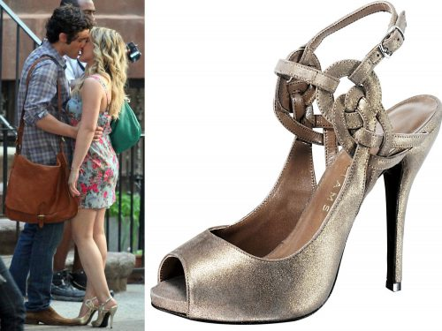 gossip-girl-fashion-hilary-duff-penn-badgley-kissing-sandals