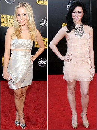 2009-american-music-awards-red-carpet-fashion-kristen-bell-demi-lovato
