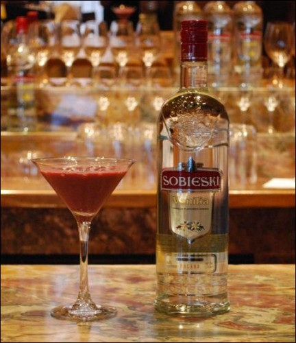 holiday-cocktail-recipes-sobieski-red-velvet