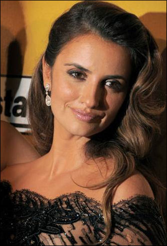2010-golden-globes-hair-penelope-cruz. Penelope Cruz may have lost out to