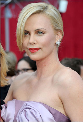 2010-oscar-red-carpet-charlize-theron-hair-style
