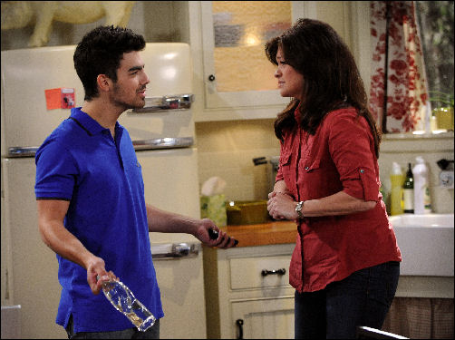 Joe Jonas Valerie Bertinelli Hot in Cleveland 1