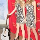 Taylor Swift unveils wax figure in Jenny Packham dress