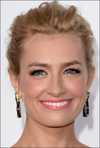 beth behrs makeup peoples choice awards 2014