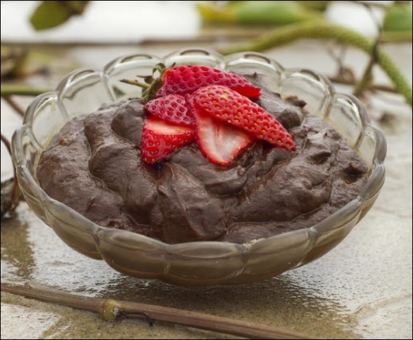 valentines-day-recipes-healthy-chocolate-avocado-mousse